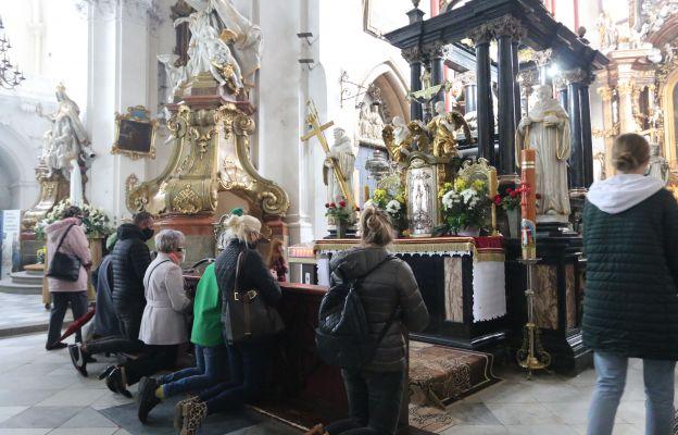 Przy grobie św. Jadwigi Śląskiej w Trzebnicy