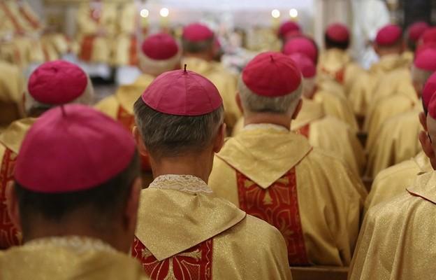 """""""Ad limina Apostolorum"""" polskich biskupów na przełomie września i października 2021 roku"""