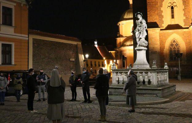 Różaniec misyjny przed wrocławską katedrą