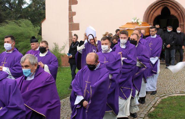 Na pogrzeb mamy ks. Łukasza przybyło 20 kapłanów