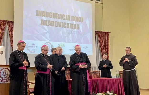 Biskupi świdniccy wraz z przedstawicielami zaprzyjaźnionych seminariów