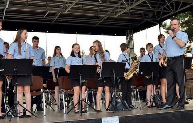 Parafialną orkiestrę tworzą przede wszystkim ludzie młodzi