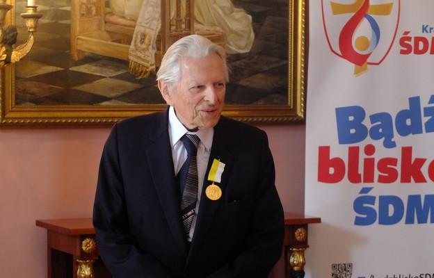 Złoty Medal Jana Pawła II za zasługi dla Archidiecezji Krakowskiej dla kompozytora Juliusza Łuciuka