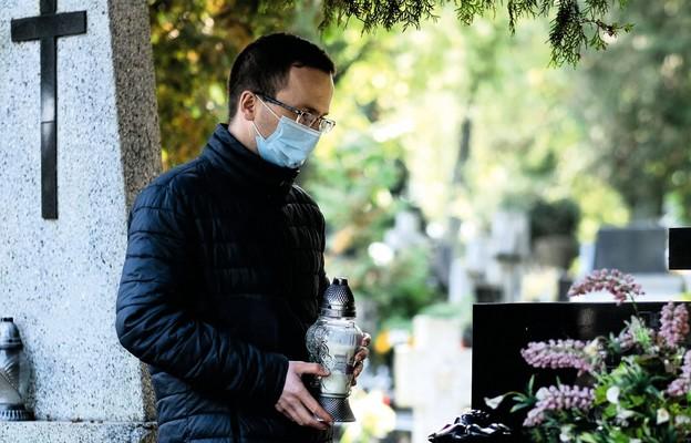 O sensie modlitwy za zmarłych