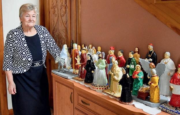 Tworzenie figur z masy solnej jest pasją p. Marii od wielu lat