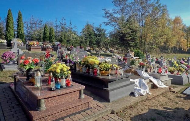 Listopadowa pomoc zmarłym
