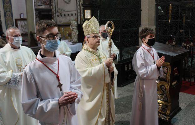 Bp Marek Mendyk modlił się o pomyślność naszej ojczyzny