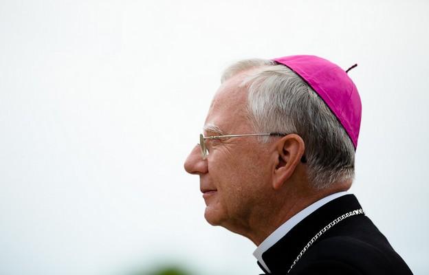Abp Jędraszewski do chorych: krzyż mówi nam o miłości