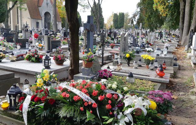 Nadzwyczajny szafarz Komunii św. spoczął nieopodal cmentarnej kaplicy przy ul. Unickiej w Lublinie