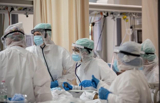Włochy: 636 osób zmarło na Covid-19, jest prawie 38 tys. nowych zakażeń