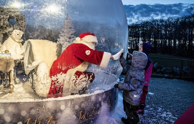 Włochy: Premier: Święty Mikołaj ma specjalne pozwolenie na rozwożenie prezentów