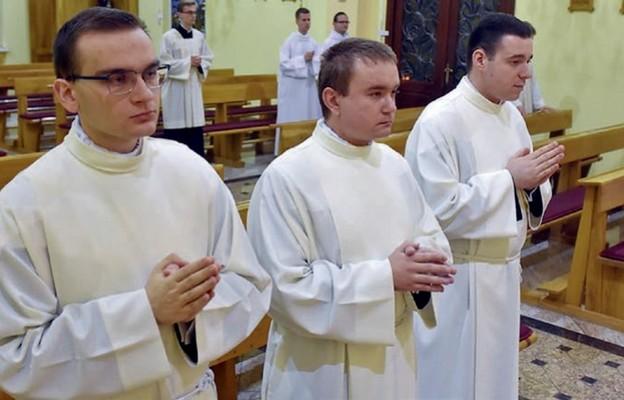 Trzej alumni, który rozpoczęli bezpośredni etap przygotowań do święceń