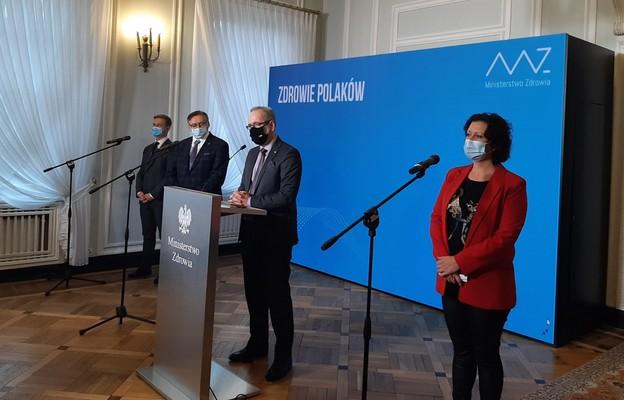Minister Niedzielski: Hasło zostań w domu nie dotyczy kontynuacji leczenia. Lekarza trzeba odwiedzać