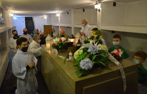 W każdy trzeci czwartek miesiąca o godz. 18 odprawiana jest w kościele św. Maksymiliana Kolbego w Krakowie-Mistrzejowicach Msza św. w intencji wyniesienia ks. Józefa Kurzei na ołtarze