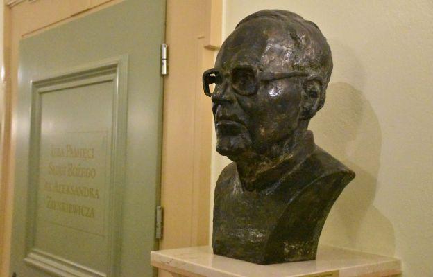 Popiersie ks. Zienkiewicza w  Centrum Duszpasterskie Archidiecezji Wrocławskiej (
