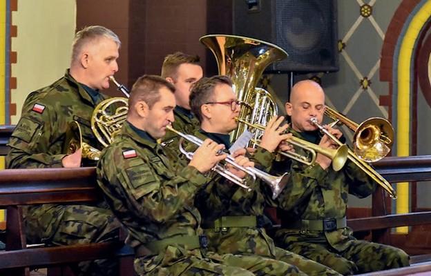 Podczas Święta Niepodległości nie mogło zabraknąć orkiestry wojskowej