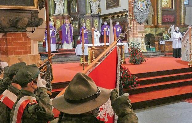 Mszy św. w intencji Ojczyzny przewodniczył bp Zbigniew Kiernikowski