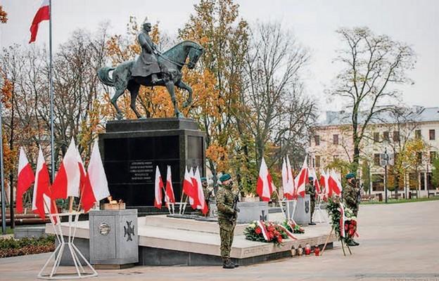 Pomnik Józefa Piłsudskiego na pl. Litewskim w Lublinie