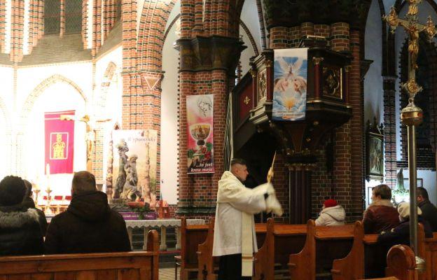 Indywidualne błogosławieństwo Najświętszym Sakramentem