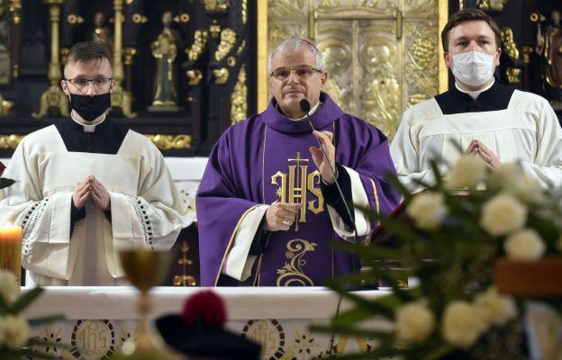 Mszy pogrzebowej przewodniczył bp Marek Mendyk