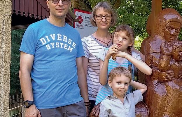 Nasze życie ma sens – mówią Katarzyna i Krzysztof, rodzice Róży i Adriana