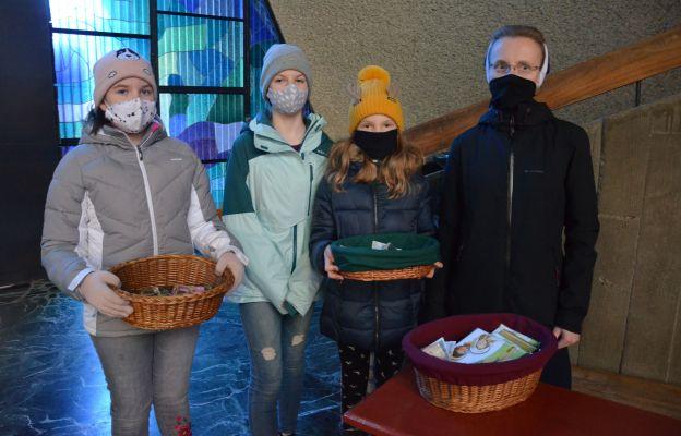 W sprzedaży pomagały siostry służebniczki, parafianie i dzieci