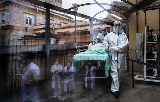 Włochy/ Rekord dobowej liczby zgonów od początku pandemii - 993