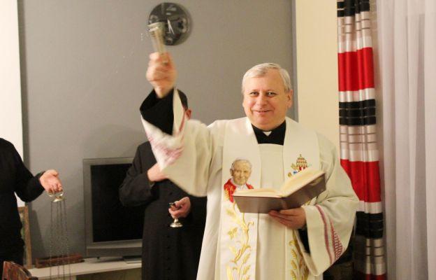 Ks. prał Tadeusz Chlipała podczas tradycyjnej wizyty duszpasterskiej