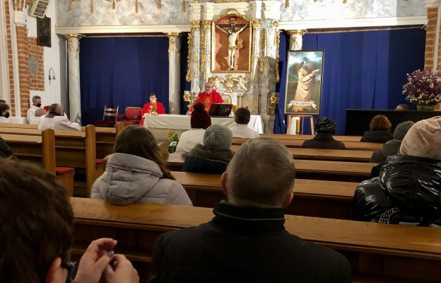 Jeżów: Roraty i rekolekcje adwentowe w parafii św. Józefa Oblubieńca NMP
