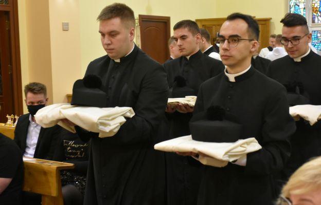Świdniccy klerycy otrzymali strój duchowny