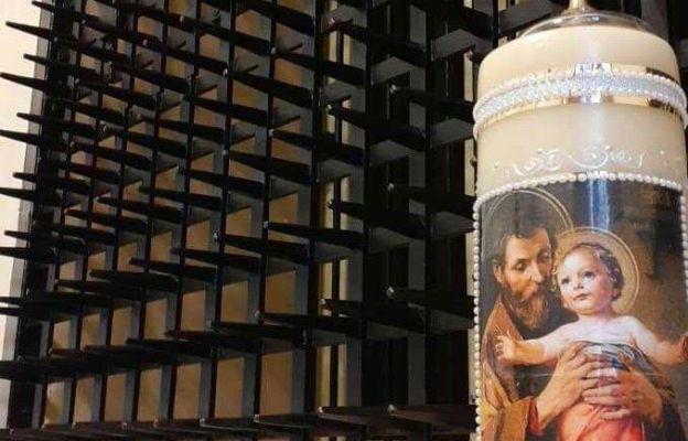 Świeca św. Józefa wykonana przez siostrę karmelitankę. Świeca będzie się palić cały rok