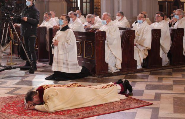 Nowy biskup pomocniczy diecezji warszawsko-praskiej. Ks. prał. Jacek Grzybowski przyjął święcenia biskupie
