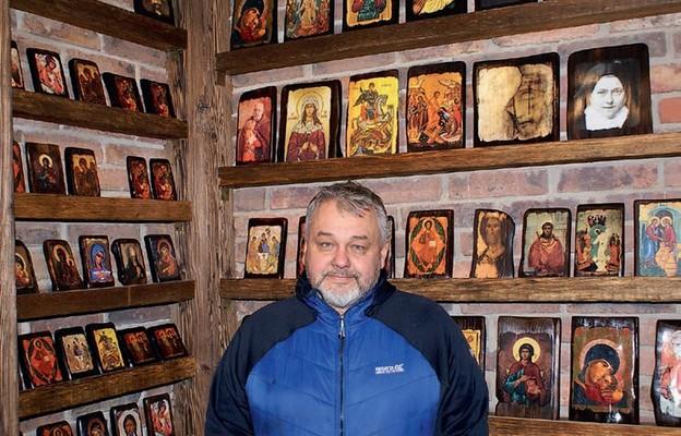 Ks. Mirosław Tosza w nowym sklepiku