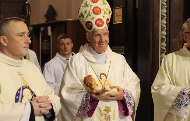 Bp Ignacy Dec podczas zeszłorocznej Pasterki w katedrze świdnickiej.