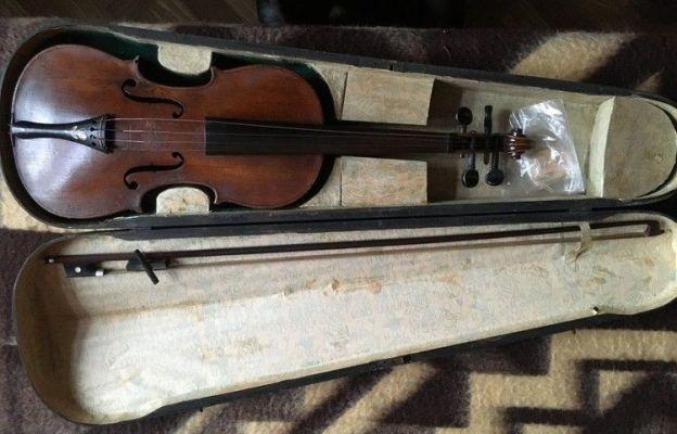 W ofercie w sprzedaży znalazły się m.in. takie skrzypce.