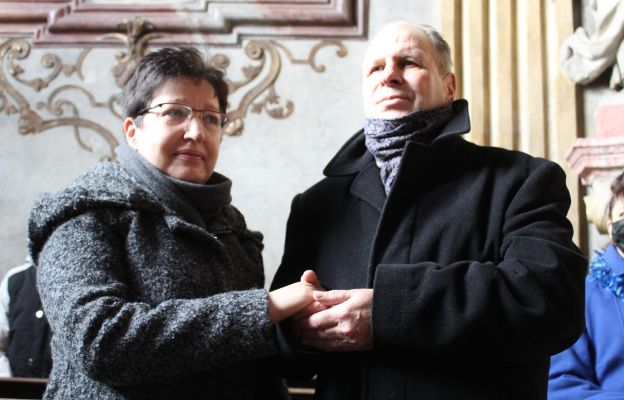 Małgorzata i Zenon ze Świdnicy w tym roku świętowali 40. rocznicę ślubu, dziś odnowili swoją małżeńską przysięgę