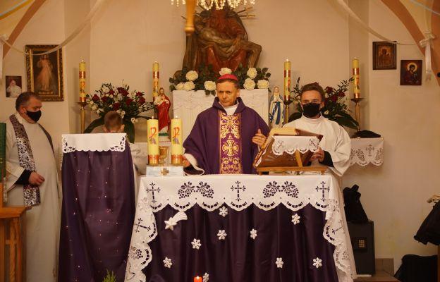 Msza św. w Godkowie w kościele filialnym pw. Siedmiu Boleści NMP