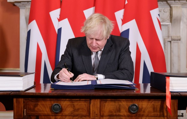 Premier Johnson oficjalnie podpisał umowę handlową z UE