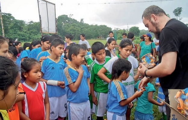 W Peru, gdzie wcześniej posługiwał, zajmował się dziećmi imłodzieżą