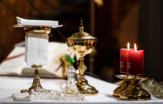 Hiszpania: ludzie Kościoła krytykują ograniczenia dot. udziału w nabożeństwach