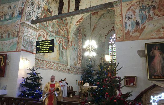 Eucharystię sprawował ks. Mieczysław Tomasz Sałowski, kustosz Śląskiej Sykstyny