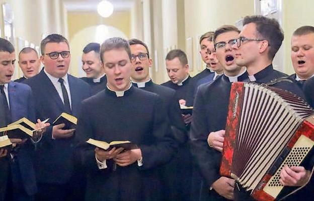 Radosny śpiew kolęd wypełnił seminaryjne korytarze