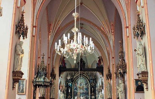 Neogotyckie wnętrze świątyni