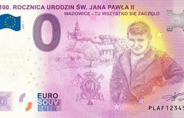 Wadowice: rozprowadzono ponad 6 tys. banknotów z wizerunkiem młodego Karola Wojtyły