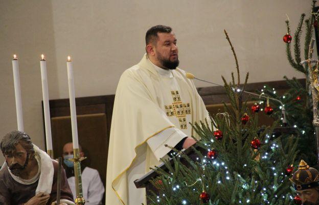 Ks. Jakub Świątek w czasie Mszy św. wygłosił pierwszą katechezę o opiekunie Świętej Rodziny