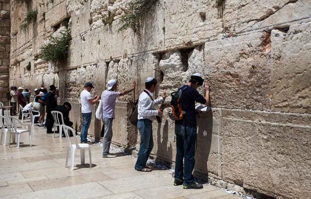 Jerozolima: ze Ściany Płaczu usunięto modlitewne kartki