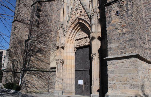 Portal zachodni (główny) strzegomskiej bazyliki