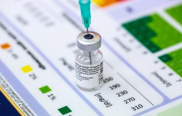 Europarlament poparł wydawanie certyfikatów szczepionkowych w UE