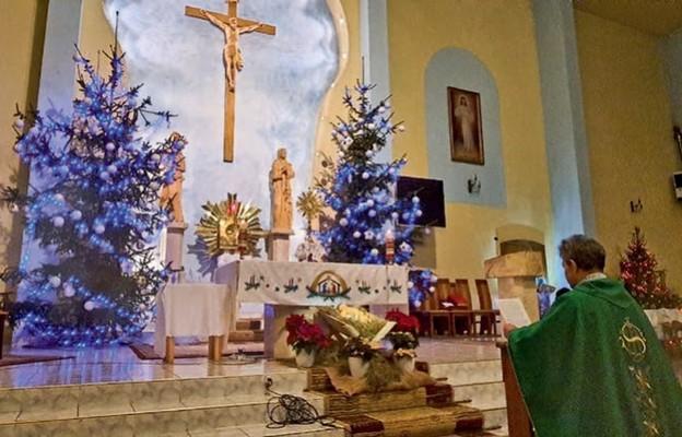 Ks. proboszcz Paweł Kempiński zawierza wiernych św. Józefowi
