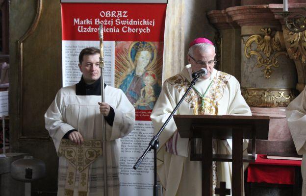 Liturgia rozpoczęła się modlitwą w kaplicy MB Świdnickiej